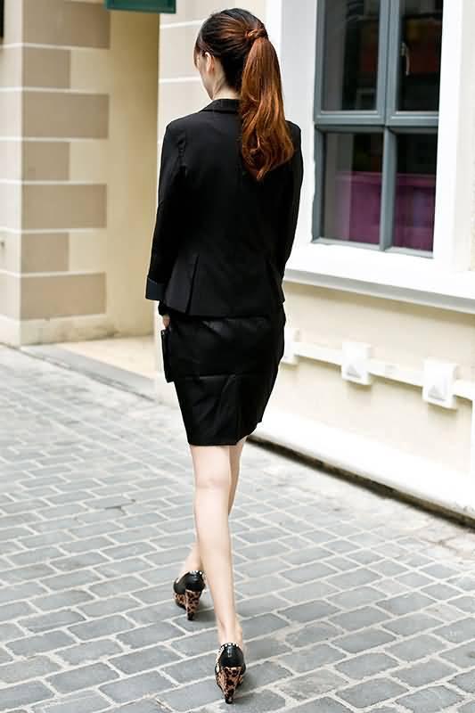 黑色女式职业装小西装