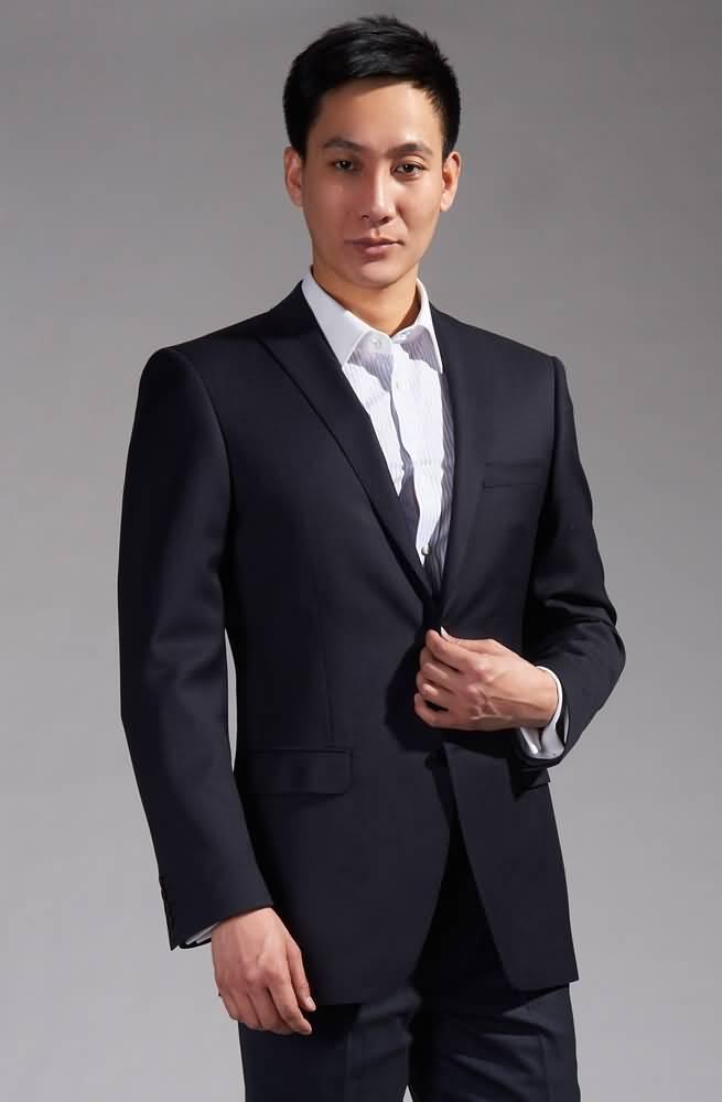 藏蓝色经典西装商务男士必备