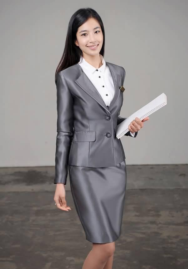灰色职业装套裙