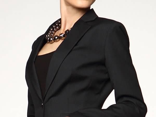 黑色细条纹女西服