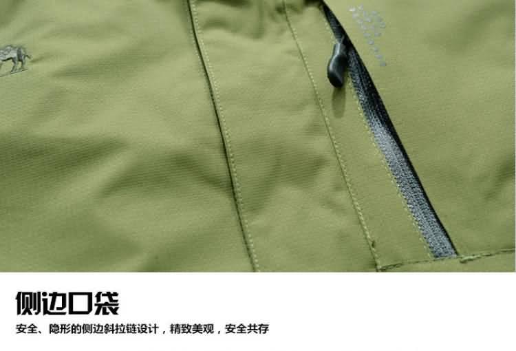 果绿色冲锋衣口袋细节图片