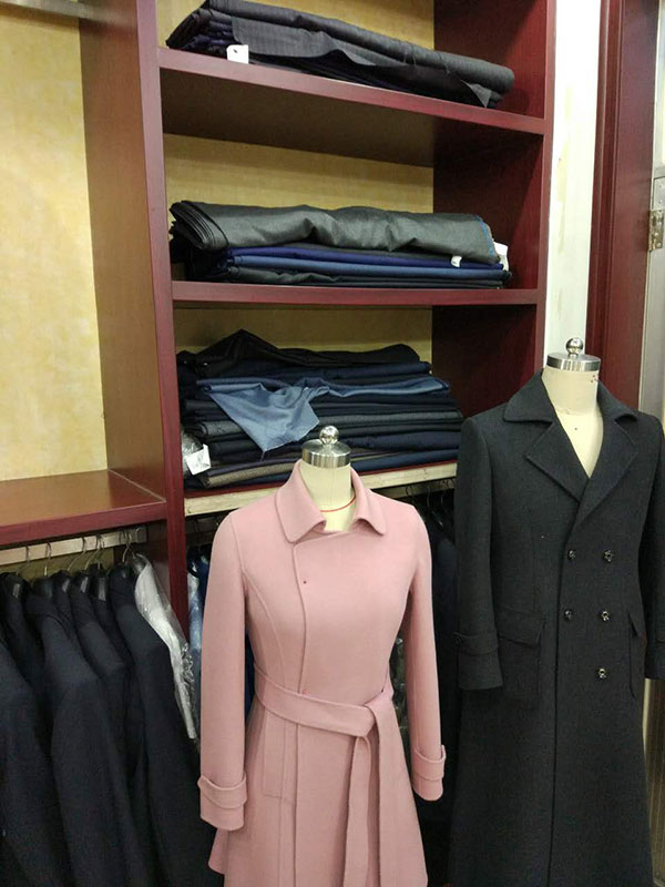 样衣试穿及各种现货布料展示
